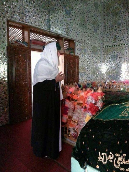 Shaykh ul Aalam visiting the resting place of his father & Shaykh, Khwaja Ghulam Mohiuddin Ghaznavi