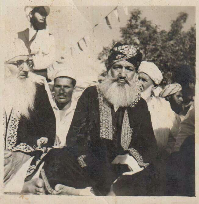 Khwaja Pir Saani Sahib (left) & Khwaja Ghulam Mohiuddin Ghaznavi (right)