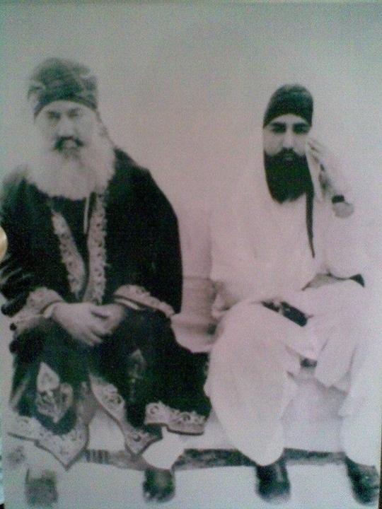 Shaykh ul Aalam Khwaja Mohammad Alauddin Siddiqui (right) & Khwaja Ghulam Mohiuddin Ghaznavi (left)