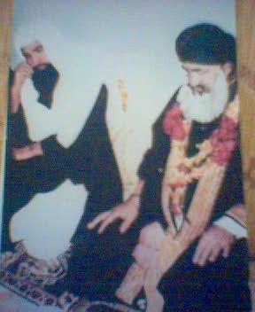 Shaykh ul Aalam Khwaja Mohammad Alauddin Siddiqui (left) & Khwaja Ghulam Mohiuddin Ghaznavi (right)