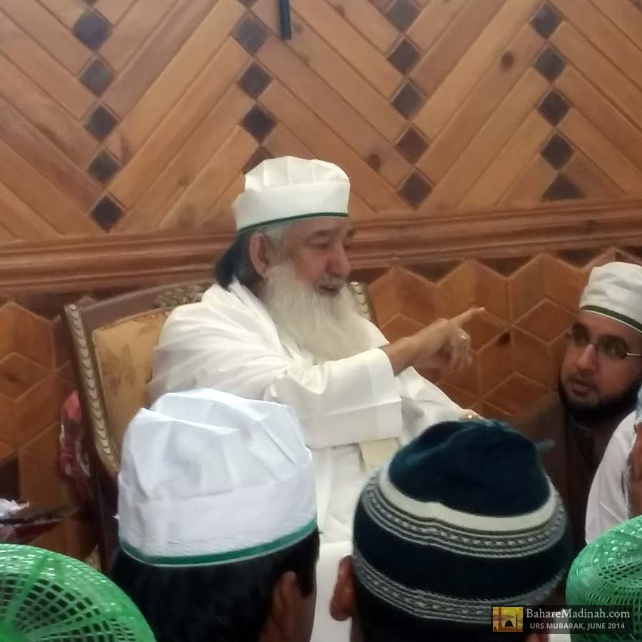 Shaykh ul Aalam addressing the mureeds