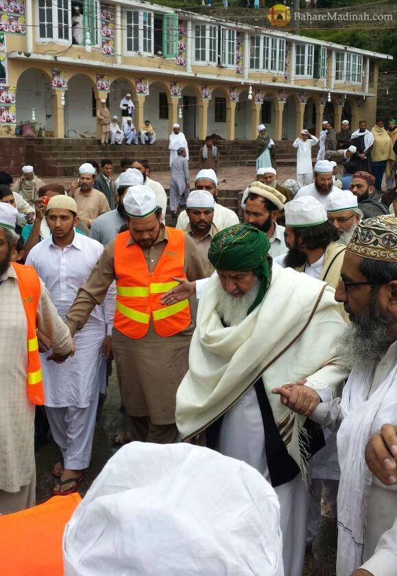 (5th June 2015) Shaykh ul Aalam walking through Darbar Aalia Nerian Sharif